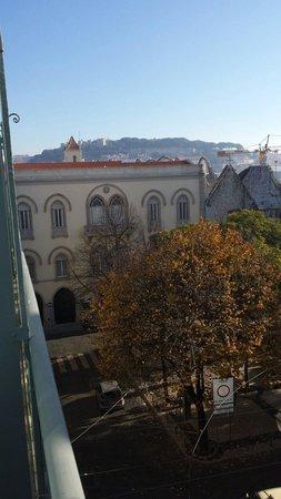 Lisboa Carmo Hotel: Vue de la chambre 301