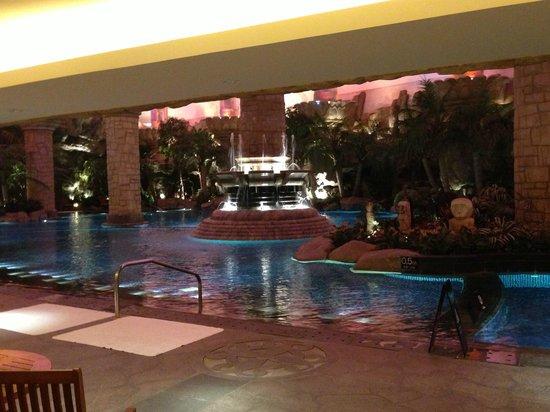 Indoor pool 2 picture of grand hyatt beijing beijing tripadvisor for Grand hyatt beijing swimming pool