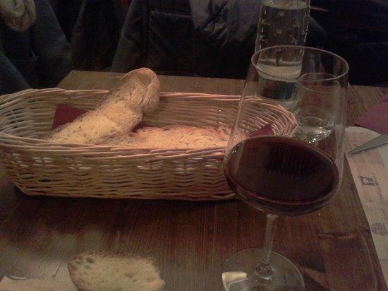 L'Acino Restaurant: pane e nebbiolo