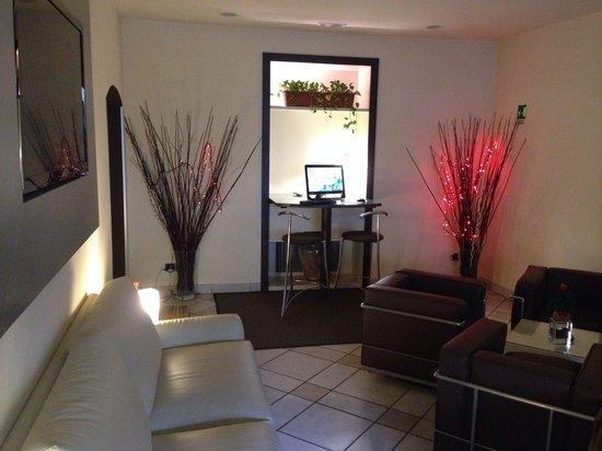 Hotel Montebello: Sala con pc