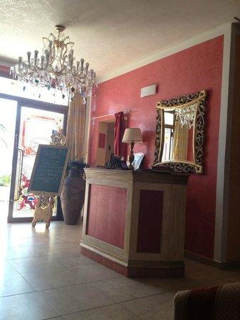 Hotel Sa Barrera: Рецепшн