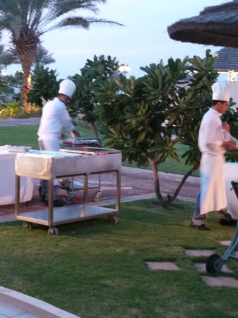 Danat Jebel Dhanna Resort : Setting up for the private BBQ