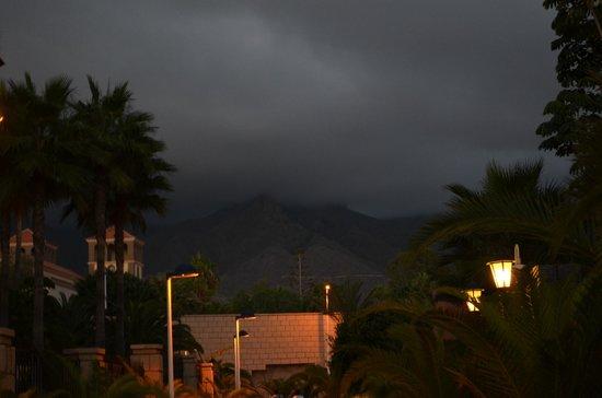 Sheraton La Caleta Resort & Spa, Costa Adeje, Tenerife: Between Sheraton and Riu Palace