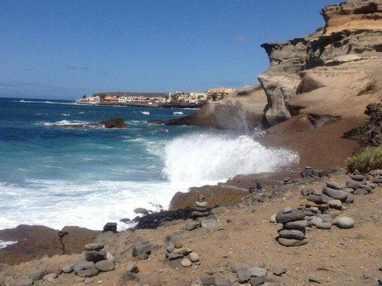 Sheraton La Caleta Resort & Spa, Costa Adeje, Tenerife : In front of the hotel (beach side)