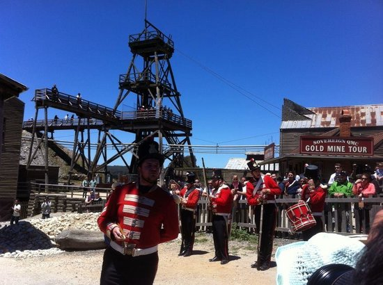 Sovereign Hill: red shirts