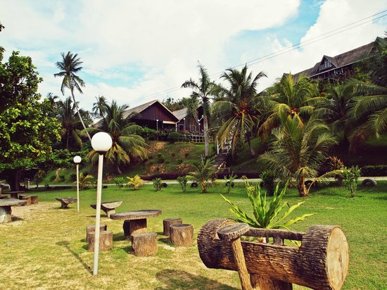 Tempurung Seaside Lodge : View of the lodge from the beach