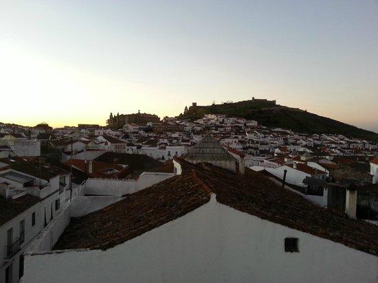La Casa Noble: Vistas del amanecer en Aracena desde la cama de la habitación