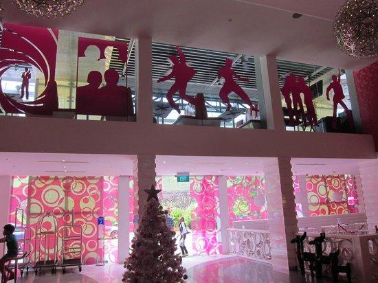 Hotel Re!: Lobby area