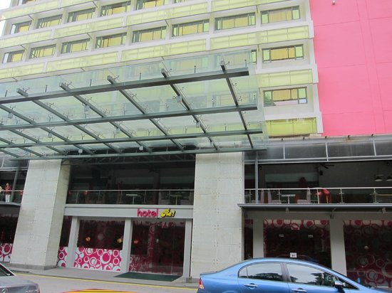 Hotel Re!: Front of hotel