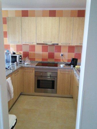 Alfagar II Aparthotel: well equipped kitchen