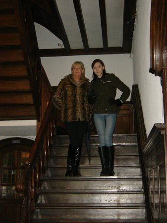 Hotel de Goezeput: Staircase with Shazza and Jade