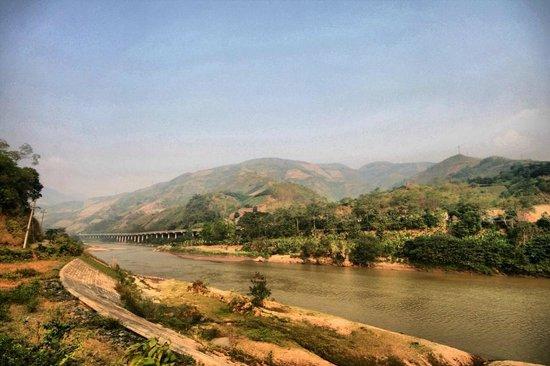 Cuong Motorbike Adventure: Chinese border
