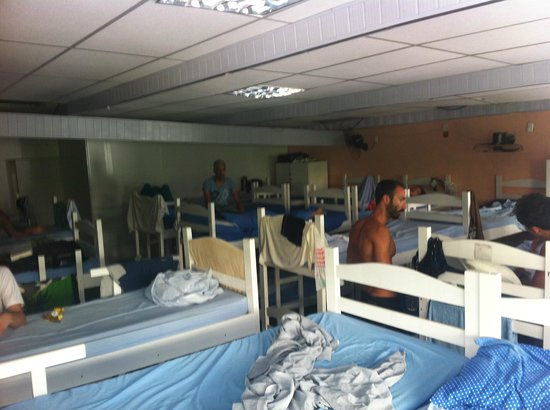 Hercus Hostel: Overcrowded Rooms