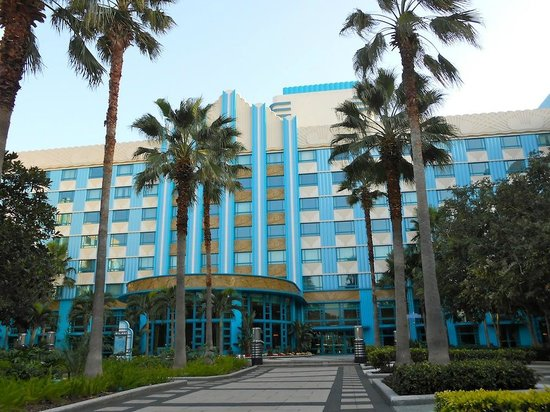 Disney's Hollywood Hotel: The hotel viewed from the back garden