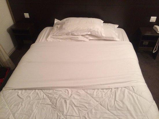 Hotel les Hauts de Passy: Bed