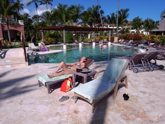 Secrets Royal Beach Punta Cana: Preferred club pool
