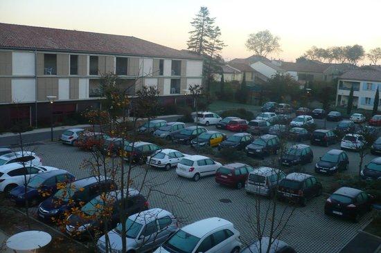 Cerise Carcassonne Sud : Parking privado