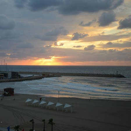 Dan Accadia Hotel Herzliya: the killer sunset view from our room