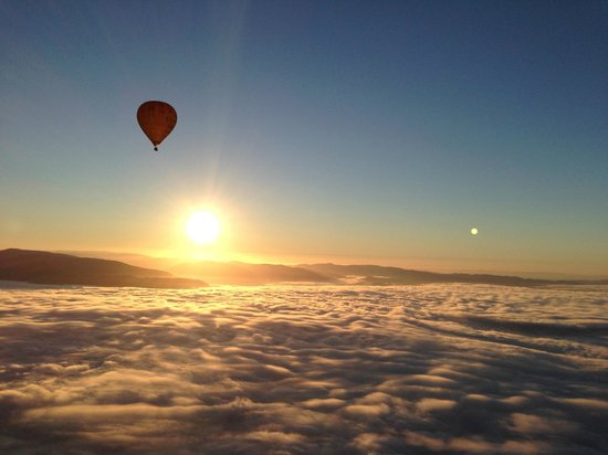 Global Ballooning - Melbourne and Yarra Valley : sunrise