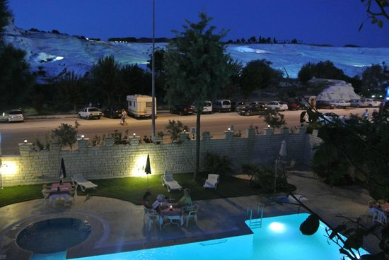 Hal-Tur Hotel: Night view of travertines