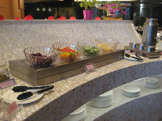 Jianguo Hotel: salad counter