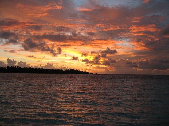KIHAA Maldives Island Resort & Spa: tramonto