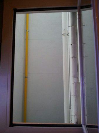 Hotel Granvia: Mas vistas de la ventana de nuestra habitación