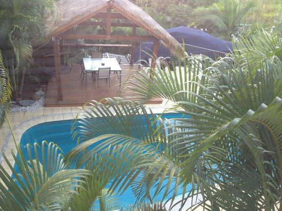 Island View Bed and Breakfast: Salt water pool and Bali Hut
