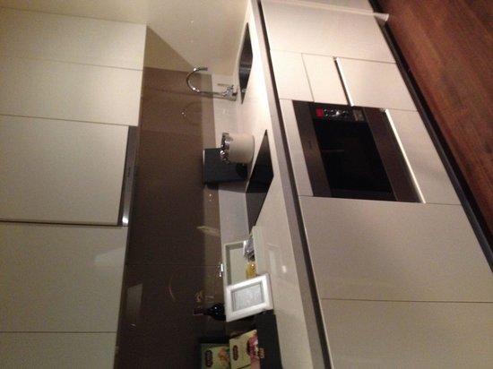 Oriental Residence Bangkok: Suite:  kitchen