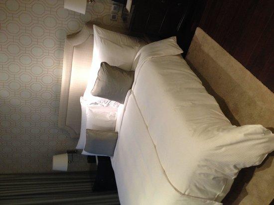 Oriental Residence Bangkok: Suite:  bedroom