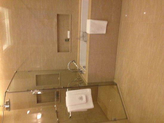 Oriental Residence Bangkok: Suite:  bathroom