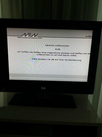 art'otel berlin mitte: Begrüßung auf dem TV