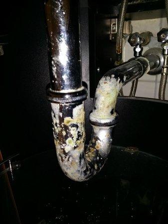 art'otel berlin mitte: Waschbecken Unterschrank