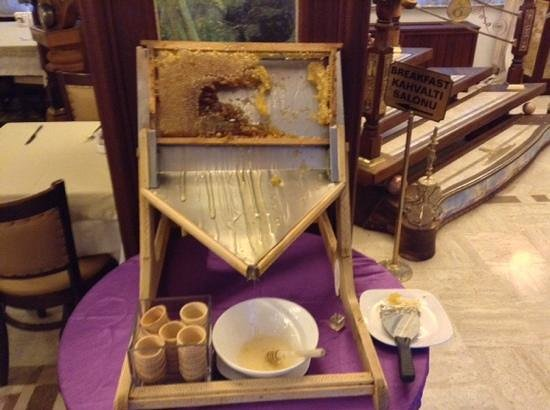 Oglakcioglu Park Boutique Hotel : Мед в сотах на завтрак в отеле