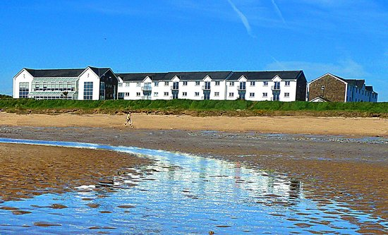 Quality Hotel & Leisure Center Youghal : Hotel on the beach