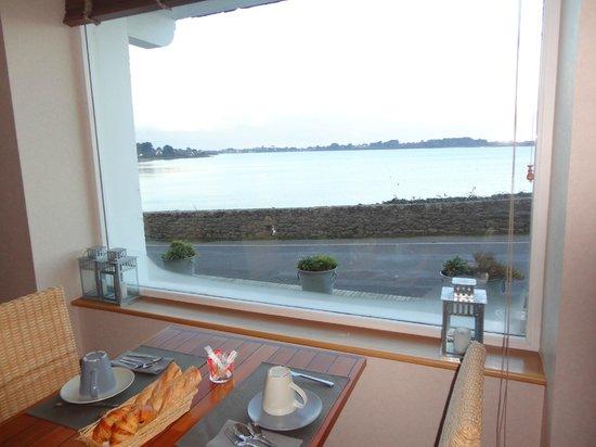Hotel-Spa La Baie des Anges : Vue de la salle du petit déjeuner