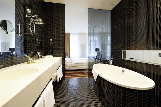 Überfluss Hotel: Bad im Standardzimmer