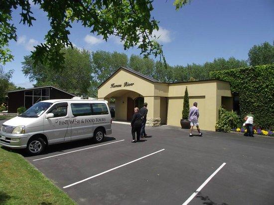Auckland Fine Wine & Food Tours : Entrance to Kumeu River Winery