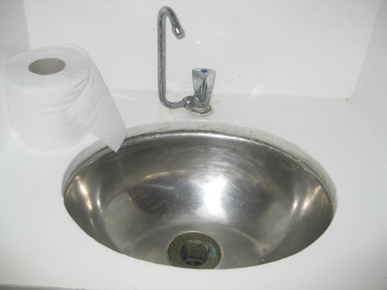 Ecocruceros day tours: bathroom sink