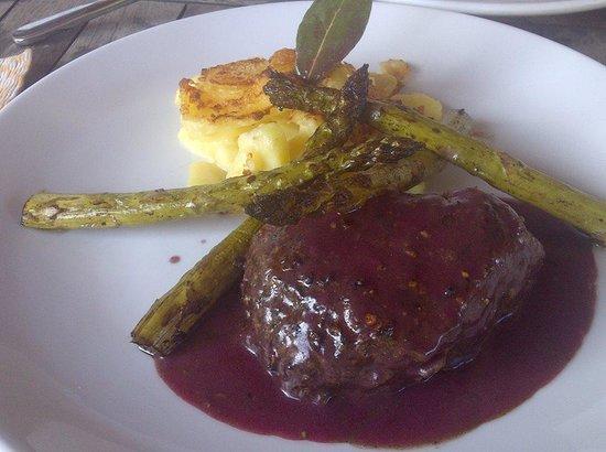 Laterra Restaurant & Bar: Odullu sef Aybek Surdum'un ellerinden pepper steak