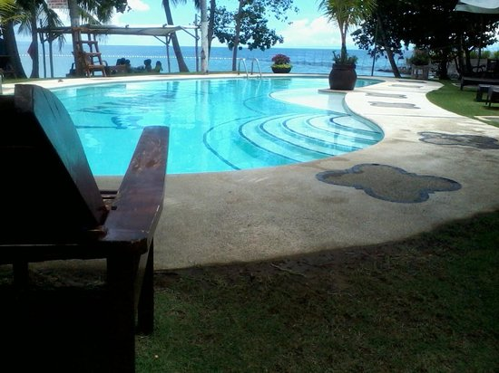 Cebu Marine Beach Resort: Pool fronting the ocean