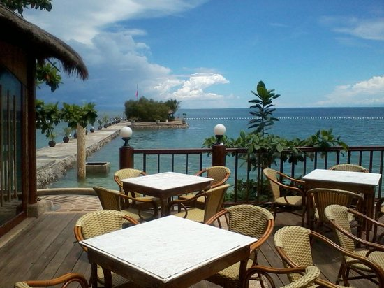 Cebu Marine Beach Resort: Alfresco dining part of the resto