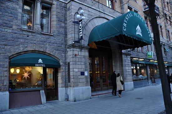 Crystal Plaza Hotel: Главный вход
