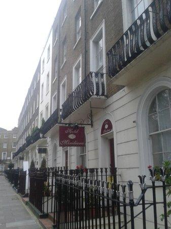 Hotel Meridiana: Вид с улицы