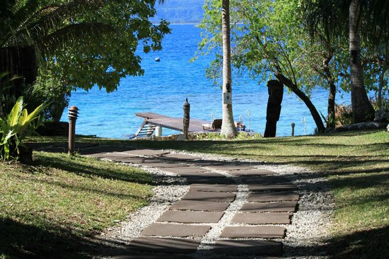 Paradise Cove Resort: Path right down to the beach