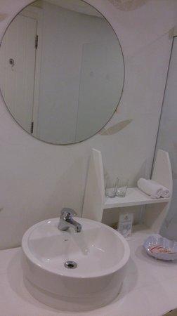 Perola Buzios Hotel : Banheiro suite 307