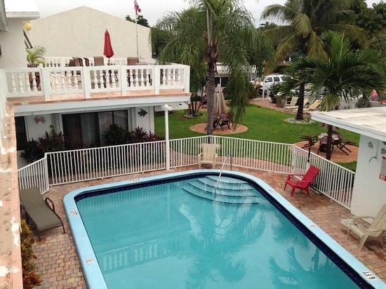 Breakaway Inn: Inbjudande pool