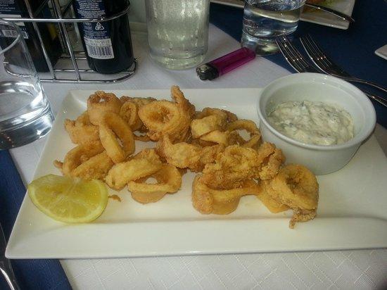 Scoglitti Restaurant: Fried calamari with tartar sauce
