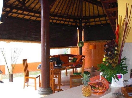 Bali Alizee Villas: Coin sejour salle a manger