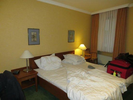 Hotel Alster-Hof: Alster Hof bedroom a